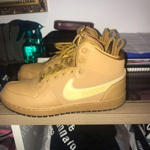 Men's size 8 nikes airforce